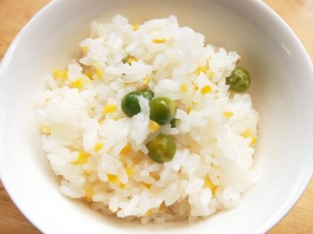 豌豆とトウモロコシご飯
