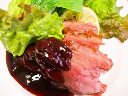 薬膳料理レシピ:鴨ロースト赤ワインチェリーソース