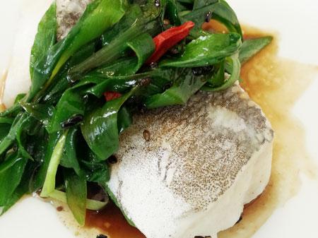 薬膳料理レシピ:蒸し鱈の黒酢ピリ辛ソース