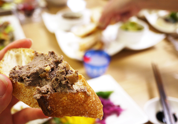 アンチョビの風味がパンに良く合います。