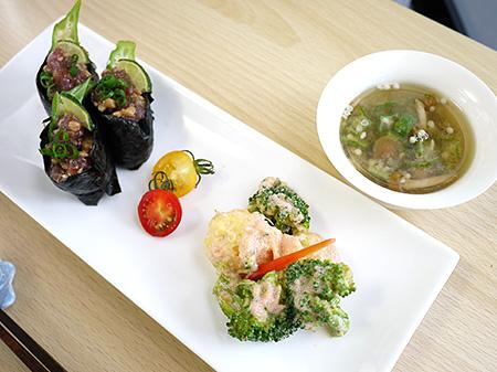 薬膳料理レシピ:まぐろ軍艦・ブロッコリーとポテトの明太マヨネーズあえ・オクラとなめこの味噌汁